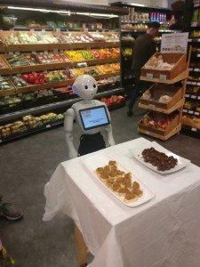 img2 - Fabio, le robot distribuant des échantillons de nourritures.