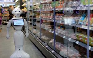 img3 - Le robot attendant qu'un client s'approche pour lui demander de l'aide.